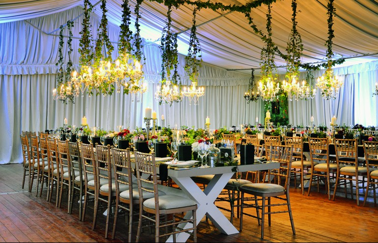 Zazoo Event Rentals : Wedding Reception: New Exclusive Collection, Venus µοναστηριακά τραπέζια, Chiavari χρυσές καρέκλες, όλα