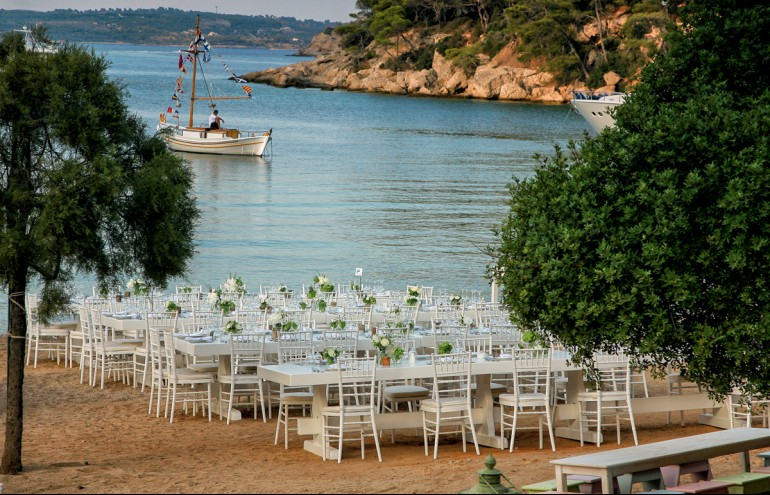 Zazoo Event Rentals S.A., Wedding Party: Knight Tραπέζι Mοναστηριακό 20 ατόμων, Chiavari καρέκλες λευκές