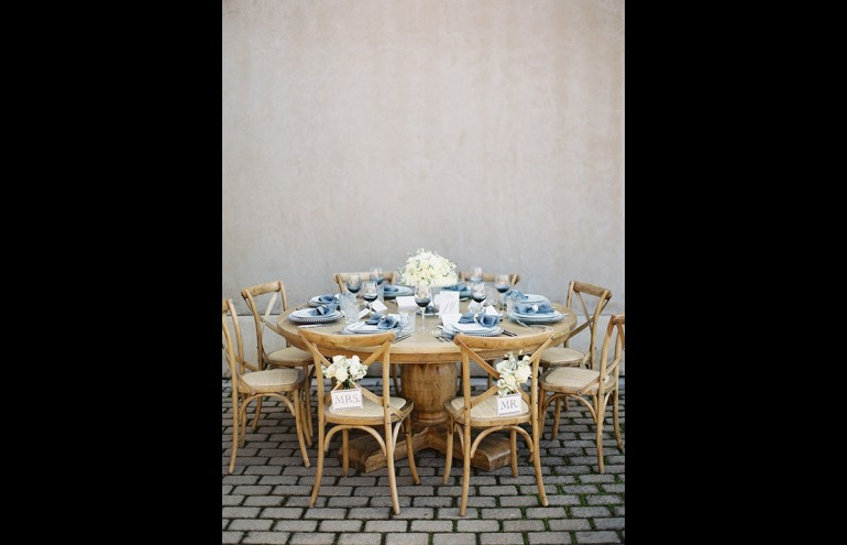 Chateau round dinner table