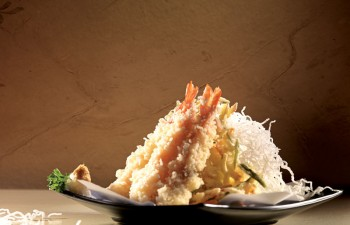 Εξαιρετικές γεύσεις για εκλεπτυσμένους ουρανίσκους από το Freud Oriental που μαγνητίζουν τα βλέμματα