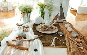 Davaris Creative Events  : Τραπέζι ευχών µε στοιχεία της θάλασσας, µέταλλο, ξύλο, δέρµα και  γάζες σε χρώµατα λευκό και της