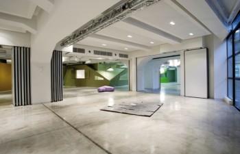 Το φουαγιέ της αίθουσας Pascal και η ίδια αίθουσα διαμορφωμένη σε διάταξη επαγγελματικού event