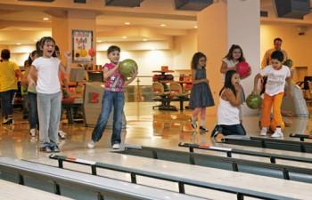 Ο άψογα οργανωμένος χώρος του bowling για αξέχαστα πάρτι