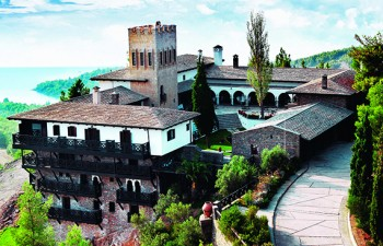 Porto Carras Grand Resort:  Η περίφηµη Βίλα Γαλήνη µε τη µοναδική αρχιτεκτονική και την εκθαµβωτική θέα