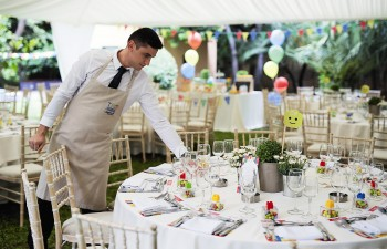 Παραμυθένια art de la table και ατμοσφαιρική διακόσμηση των buffets και του χώρου για την δική σας ξεχωριστή εκδήλωση