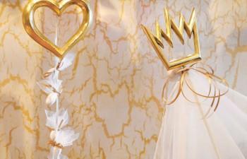 Ξύλινη επίχρυση καρδιά & κορόνα για τους μικρούς πρωταγωνιστές