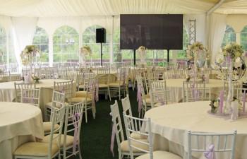 Ζεστές και φιλόξενες κατασκευές, ιδανικές για να φιλοξενήσουν το event σας