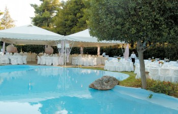 H πισίνα δεσπόζει στο κέντρο του κτήματος Winter Garden