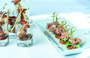 Τα ειδικά fingerfood & cocktail menus προσφέρουν εντυπωσιακές επιλογές