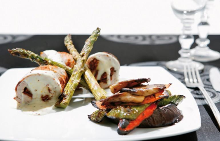 Ψαρονέφρι γεμιστό με μετσοβόνε και λιαστή ντομάτα, sauce με θυμάρι και κόκκους μουστάρδας, συνοδεύεται από λαχανικά σχάρας