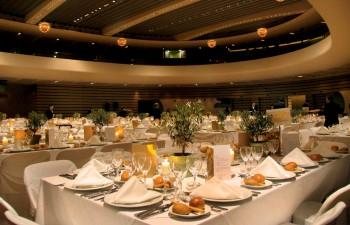 Η µεγαλοπρέπεια της αίθουσας Banquet προσθέτει κύρος και λάµψη σε εταιρικά και κοινωνικά events