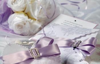 Ρομαντικές προσκλήσεις & μπομπονιέρες για ένα γάμο που θέλει να ξεχωρίσει