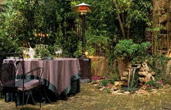 Θερμάστρες, τραπέζια κάθε είδους, έπιπλα εξωτερικού χώρου & ό,τι άλλο χρειαστείτε για ένα εντυπωσιακό set-up