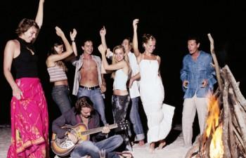 Αξέχαστα glamorous ή ανέμελα beach parties δίπλα στην Αθήνα