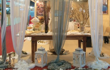Το τραπέζι των ευχών με υπέροχη διακόσμηση & πολλούς γλυκούς πειρασμούς