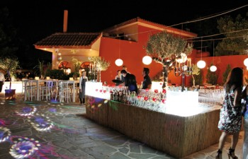 Eντυπωσιακό cocktail bar από την Alfa-Catering