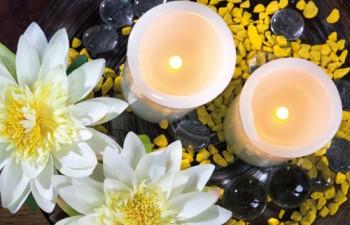 Tα έξυπνα κεριά της εταιρείας Smart Candles είναι φτιαγμένα από αληθινό κερί ή σιλικόνη, αλλά λειτουργούν με μπαταρία ή είναι