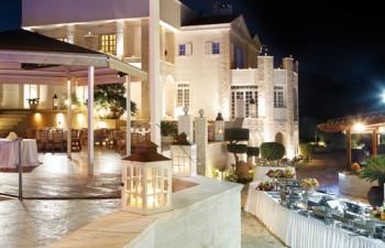 Ζεστή αίσθηση οικειότητας και πολυτέλειας αποπνέει η Villa Mia